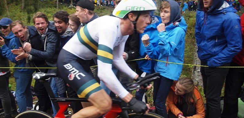 Ciak si Giro – Giro d'Italia 2018, 16a tappa: Cronometro amara per Dumoulin. Vince Dennis, esulta Yates