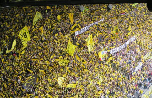 Borussia Dortmund – L'ennesima meravigliosa coreografia del muro giallo